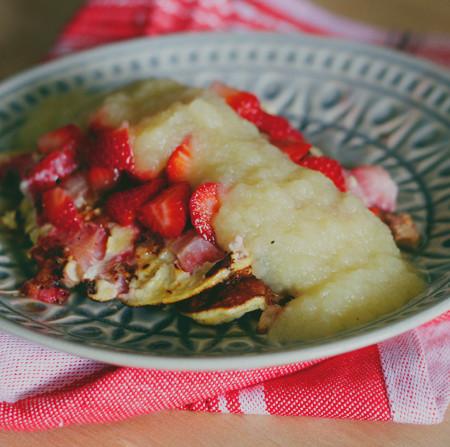 3 ingredient, no flour strawberry pancakes