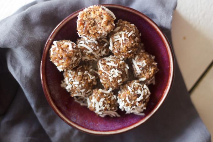 chocolate + coconut protein balls | midwestlovefest
