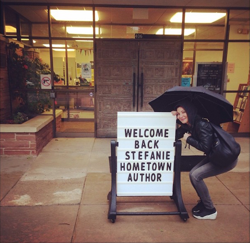 chatting with author Stefanie Lyons